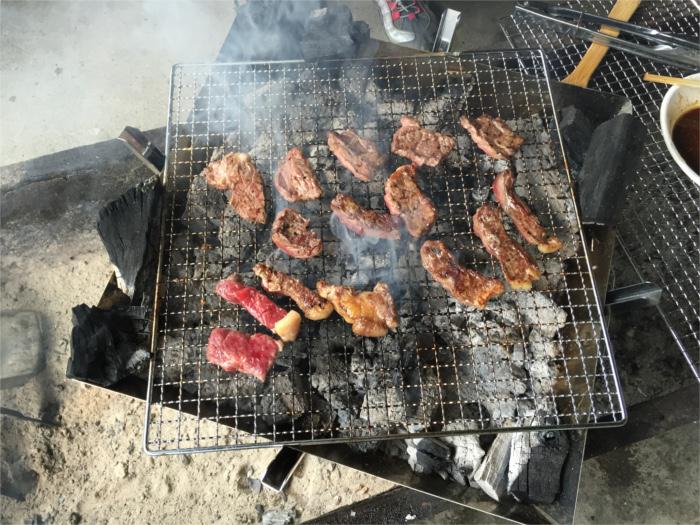 持ってきた肉も焼いて食べます