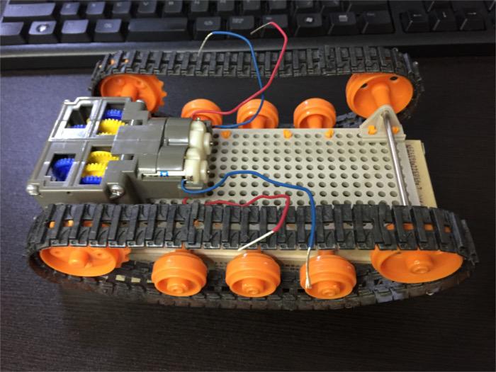 開発中のPICマイコンを使った戦車型のロボット