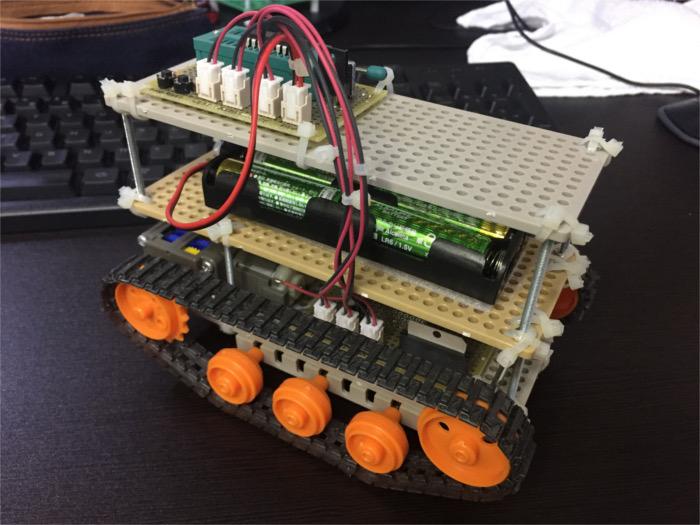 iPhone6で撮影した戦車型ロボット