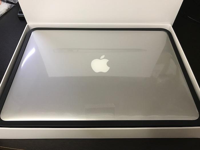 MacBook Air 13インチを開封