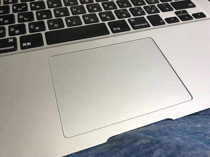 MacBook Air 13インチのトラックパッド